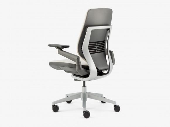 SC_Gesture_chair (30)